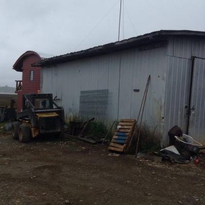 Venta de Terreno Comercial con Galpones  en Valdivia, sector Guacamayo, Valor 4.178 UF