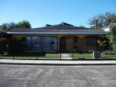 Venta de Casa  en Valdivia, sector Villa Magisterio - Kramer , Valor $ 160 millo